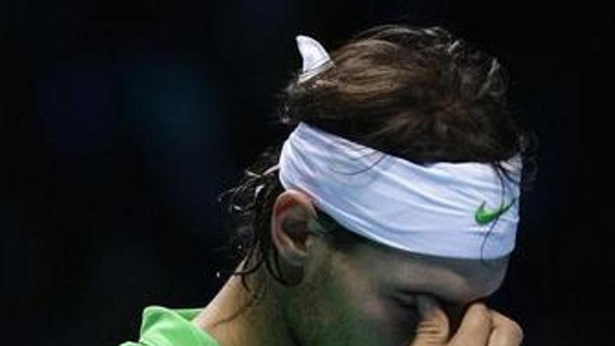 Nadal se lamenta tras caer ante Djokovic en el O2