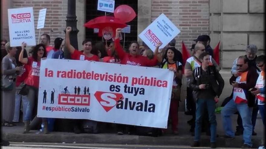 Trabajadores de RTVV concentrados ante el TSJ antes de un juicio