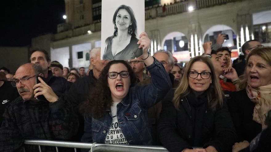 Manifestaciones frente al Parlamento maltés tras la dimisión de varios miembros del gobierno por las últimas investigaciones sobre el asesinato de la periodista Daphne Caruana Galizia en 2017