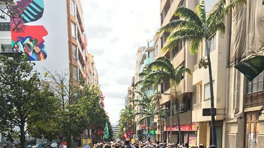Gentío en el recorrido de protesta de los jubilados, esta mañana en la capital tinerfeña