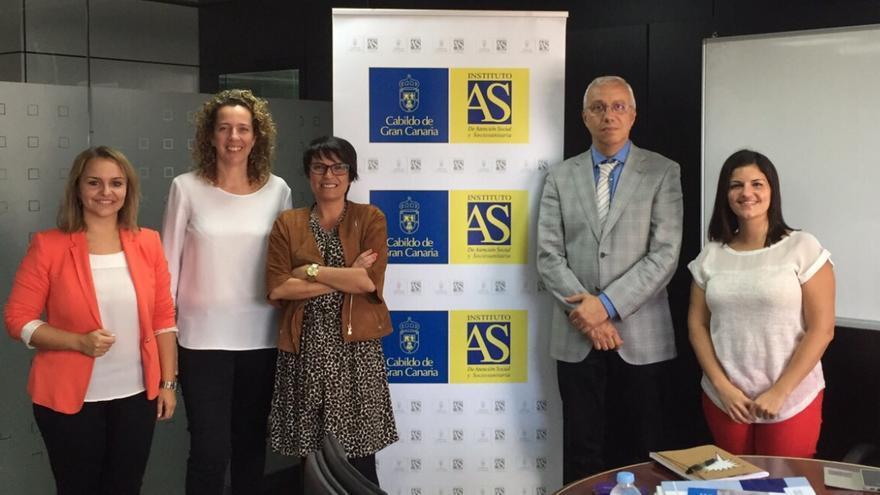La consejera del Cabildo de Gran Canaria, Elena Máñez, con representantes de la Asociación Síndrome de Down de Las Palmasla Asociación de