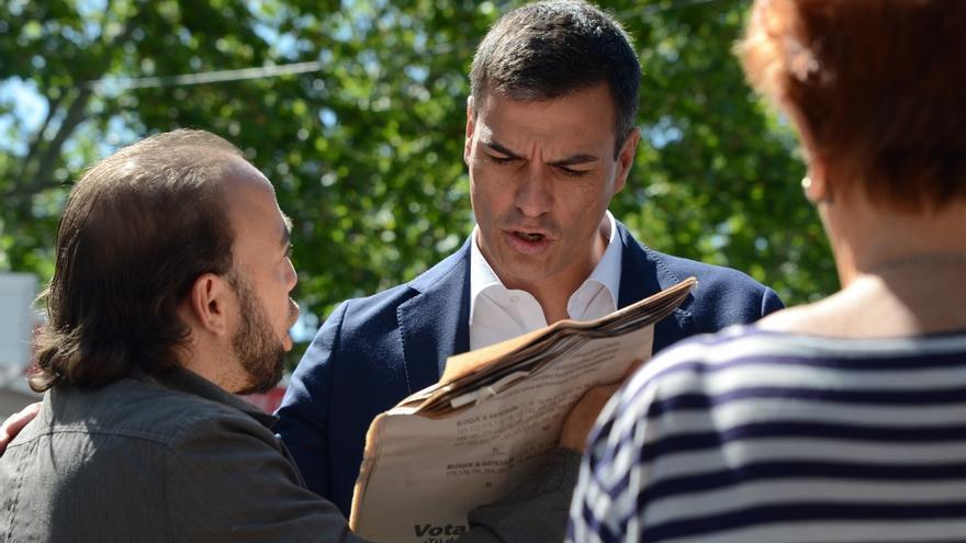 Pedro Sánchez insta a Iglesias a aclarar si su programa es el del Partido Comunista o En Comú, defendiendo el referéndum