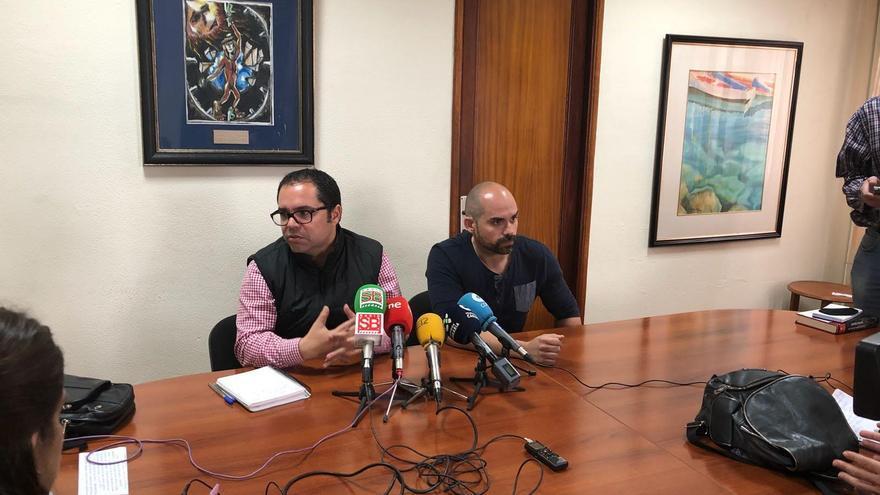 El secretario general de UGT Canarias, Gustavo Santana, y el responsable del área de las Ambulancias de este sindicato, José Iván Amador.