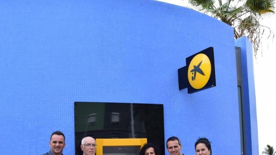 Acto de inauguración del cajero automático en el Puerto de Tazacorte.