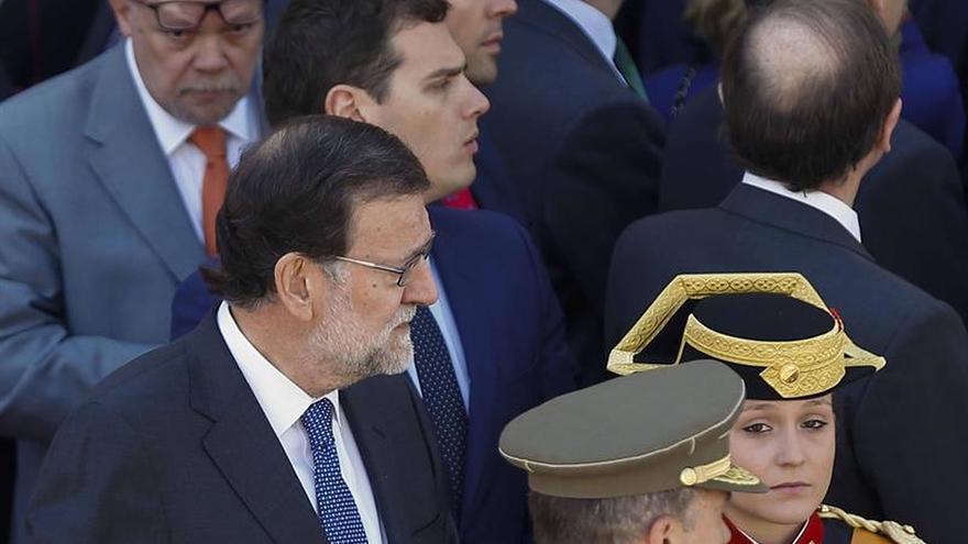 Rajoy y Rivera apelan a Sánchez a acabar con su veto al PP tras el 26J