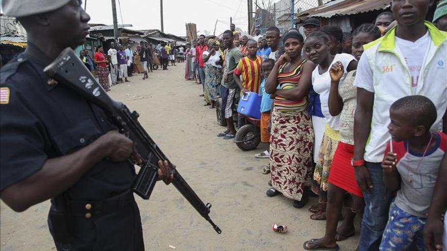 Liberia tiene un déficit de casi 2.000 camas para enfermos de ébola