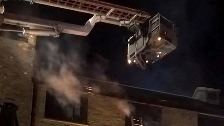 Un incendio arrasa un edificio del mercado londinense de Camden, sin víctimas