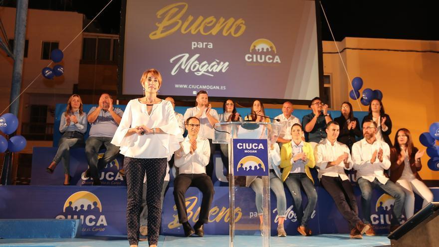 La candidata a la Alcaldía de Mogán, Onalia Bueno, en un mitin celebrado en el municipio grancanario.