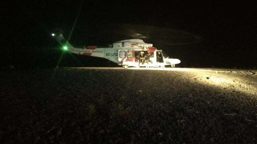 En la imagen, el helicóptereo  Helimer 211 que trasladó anoche a La Caldera de Taburiente al Grupo de Rescate Especial de Intervención en Montaña [GREIM] de la Guardia Civil.