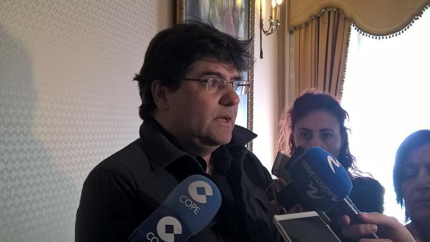 Miguel Ángel Pavón, líder de Guanyar Alacant, atiende a los medios