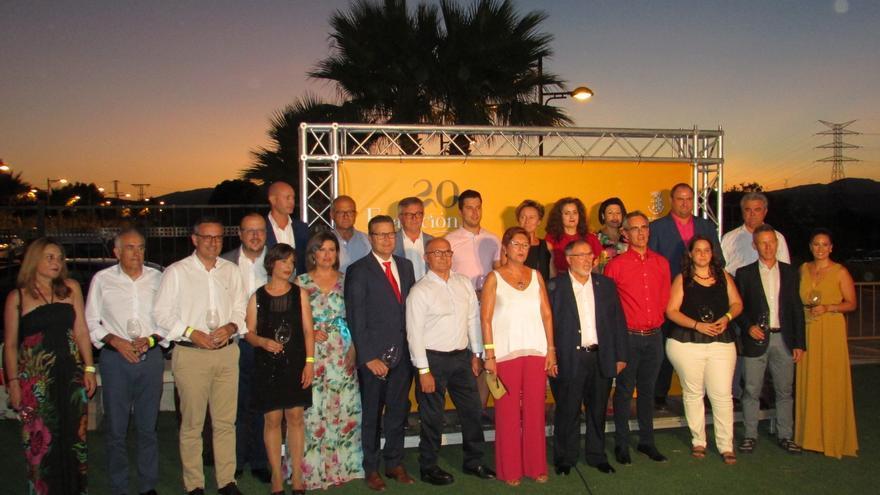 Foto grupal de invitados a la celebración