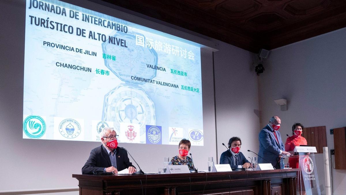 El alcalde de València, Joan Ribó, durante su intervención en la Jornada de Intercambio Turístico de Alto Nivel.