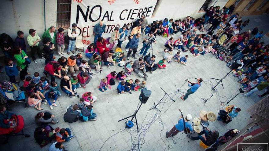 Actividades de Amigos del Moderno en contra del cierre del Teatro en Guadalajara