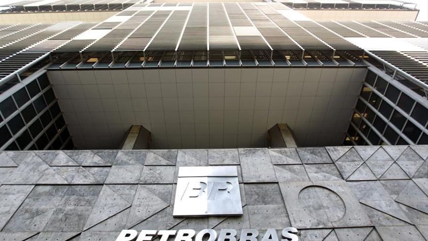 Petrobras continúa su vía crucis y admite fuertes pérdidas en el inicio de 2016