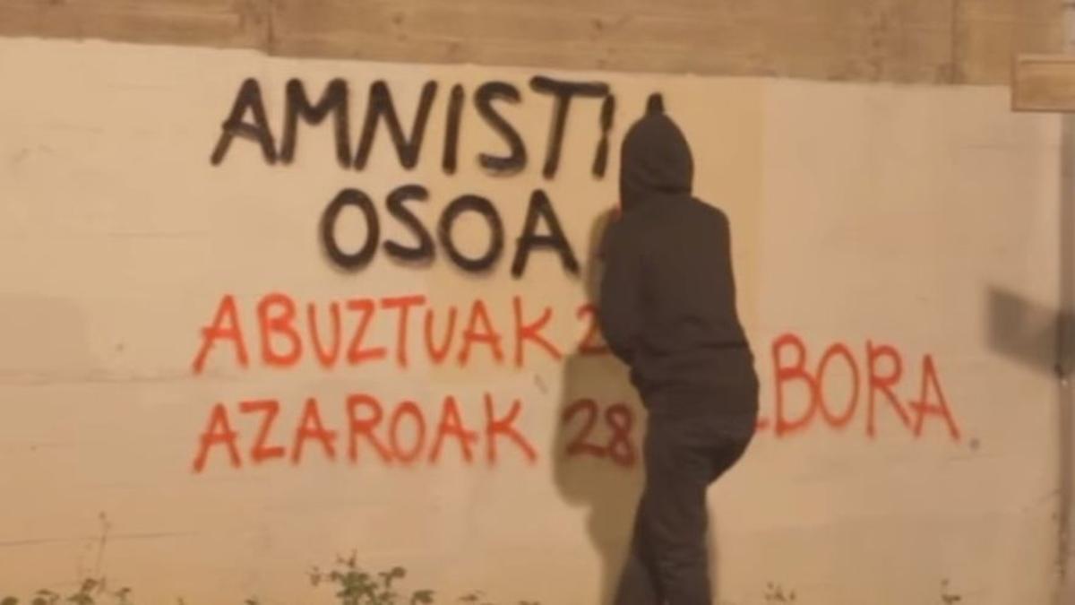 Pintadas en Bilbao exigiendo la amnistía