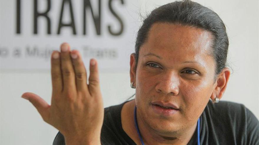 Comunidad transgénero del centro de El Salvador huye a México por asesinatos