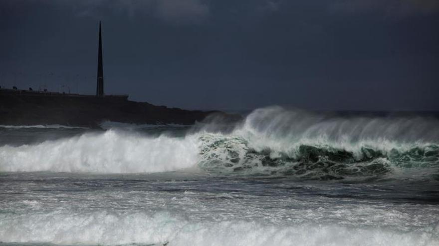 Fallece un pescador en Ortigueira tras ser arrastrado por una ola