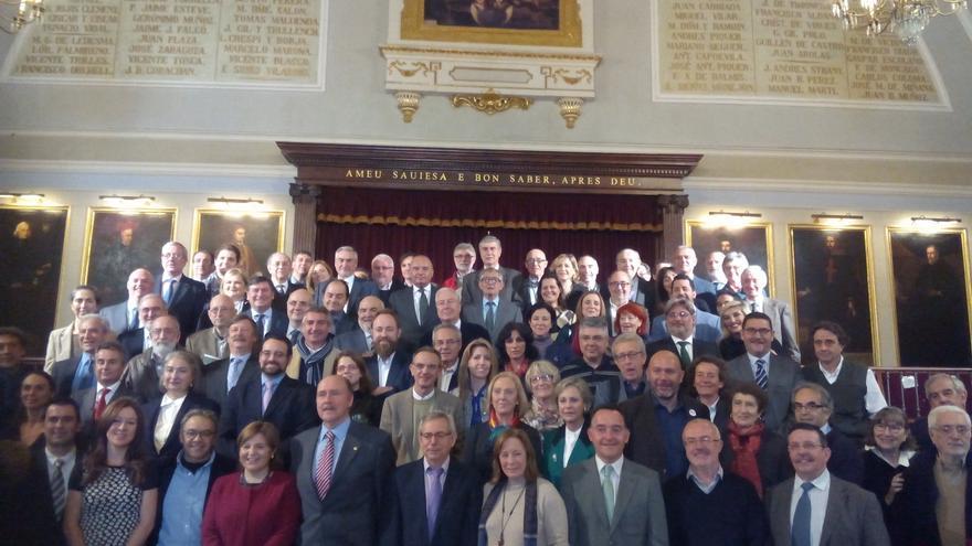 Todos los integrantes del pacto que han acudido a firmar