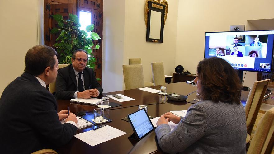 El presidente de Castilla-La Mancha y los consejeros de Economía y Hacienda se han reunido con entidades financieras