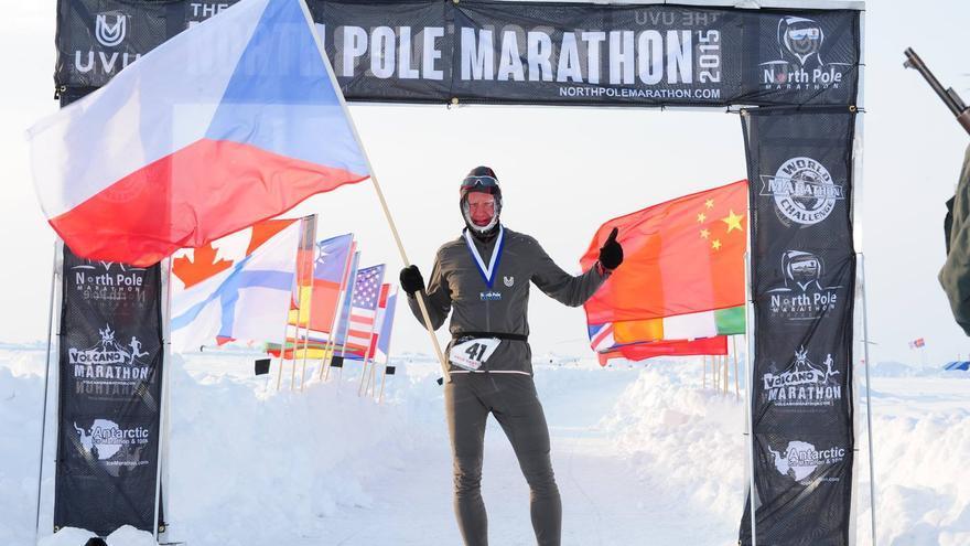 El corredor de la República Checa Petr Vabrousek, vencedor del North Pole Marathon 2015 (© North Pole Marathon).