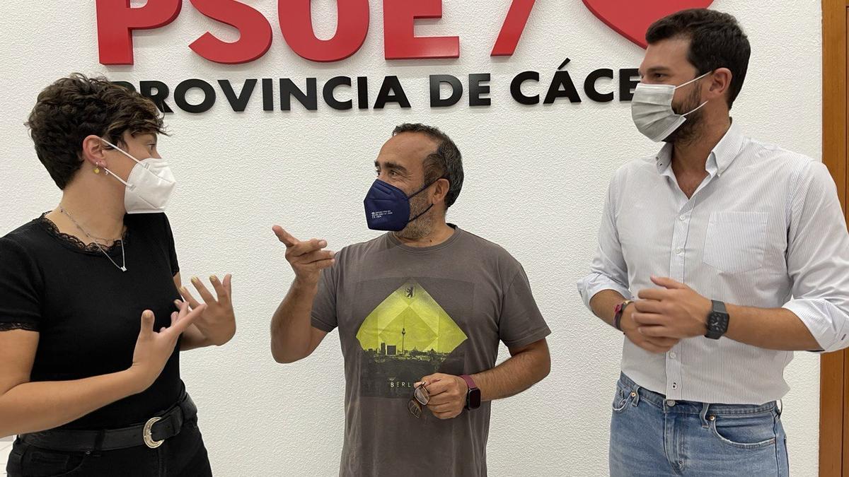 Morales en el centro, con los representantes de su candidatura