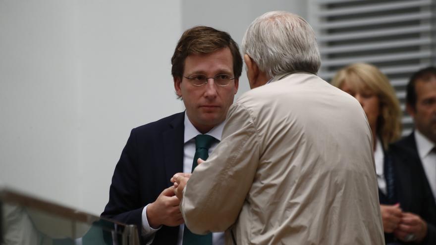 """Almeida carga contra la """"cocina"""" de Tezanos tras los resultados del CIS de julio"""