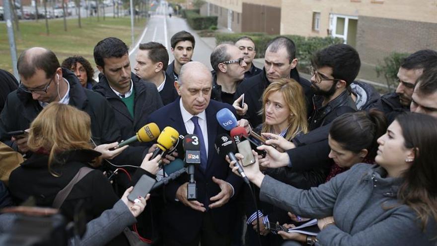 El ministro del Interior, Jorge Fernández Díaz, en declaraciones a los medios para dar detalles de la operación.