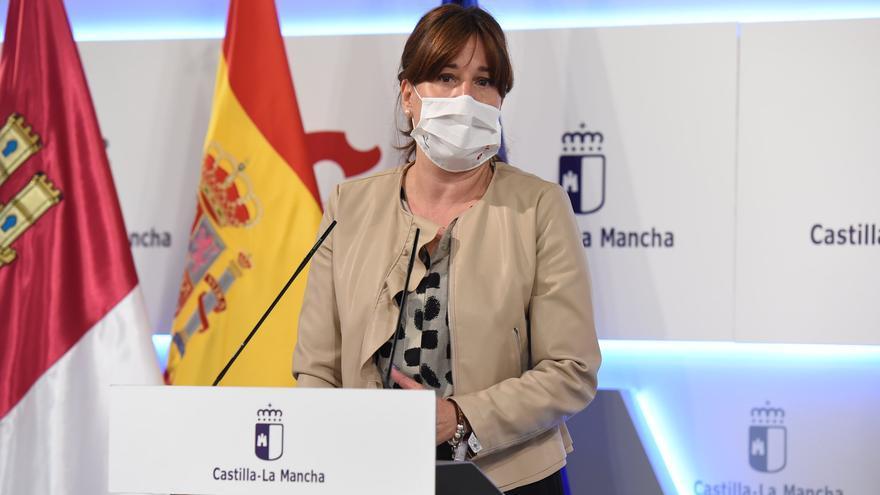 """Castilla-La Mancha desmiente el bulo de las mascarillas reutilizables gratuitas: """"La prueba del mechero no demuestra su validez"""""""