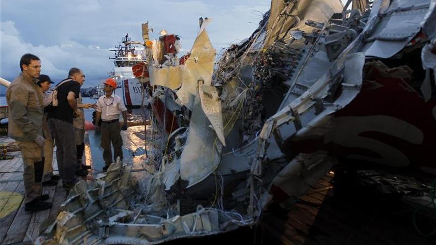 Un fallo mecánico causó el accidente mortal de AirAsia en Indonesia en 2014
