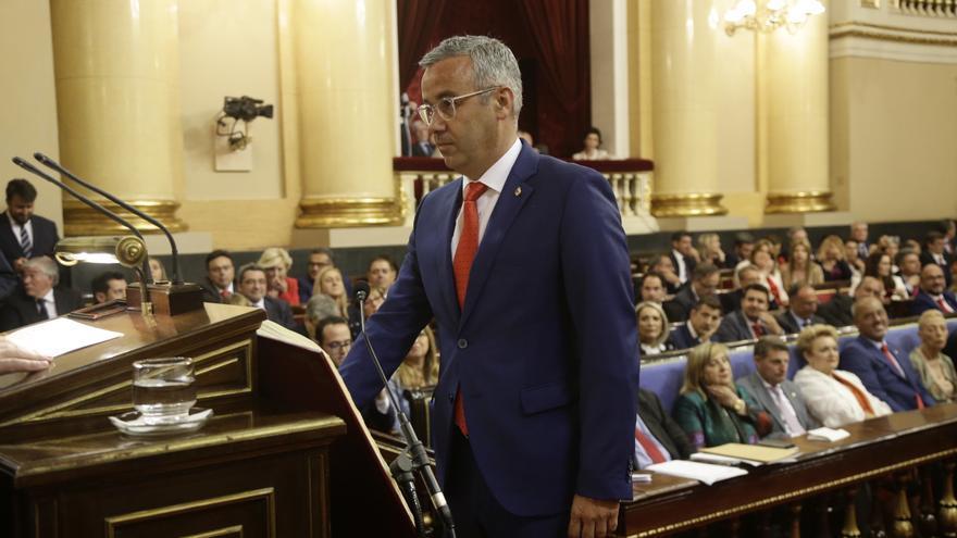 Sergio Matos, este martes, durante su toma de posesión como senador de La Palma.