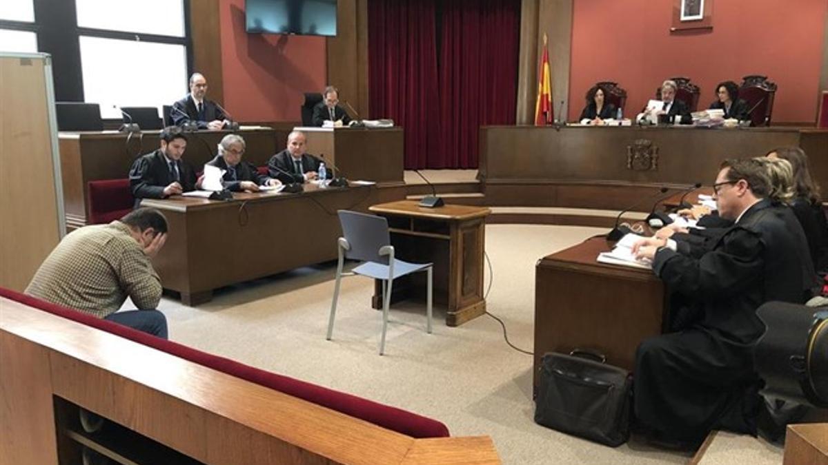 Joaquín Benítez, en el banquillo de los acusados