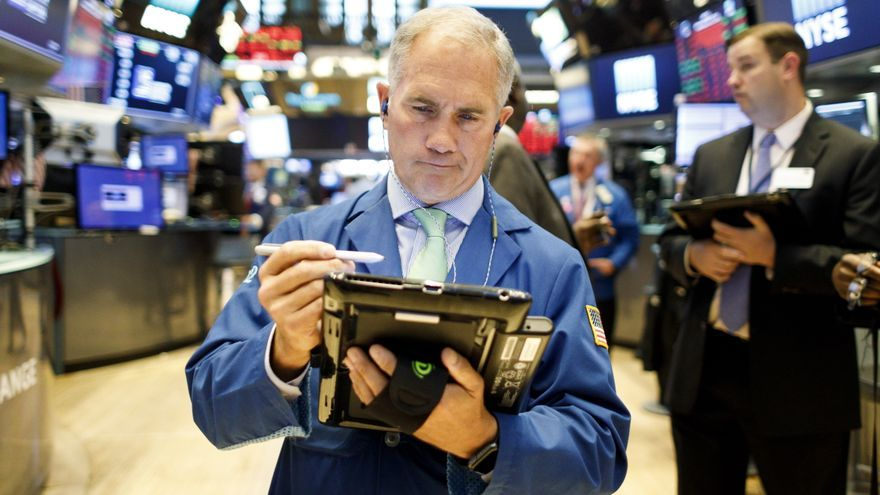 Wall Street abre mixto y el Dow baja un 0,33 % tras datos inflación y vacunas