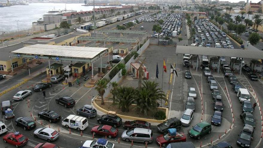 Un buque de pasajeros colisiona con el puerto de Ceuta en maniobra de atraque