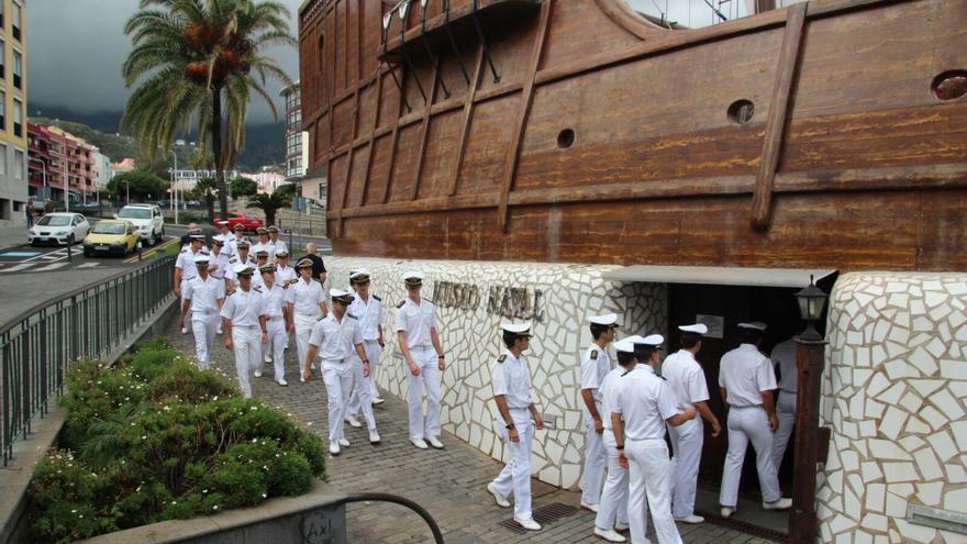 Los guardiamarinas del Juan Sebastián  jh han visitado el Museo Naval de Santa Cruz de La Palma ubicado en el Barco de la Virgen. Foto: JOSÉ AYUT.