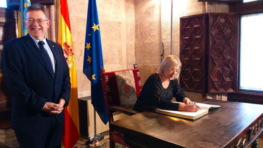 El president de la Generalitat, Ximo Puig, junto a la comisaria europea de Política Regional, Corina Cretu