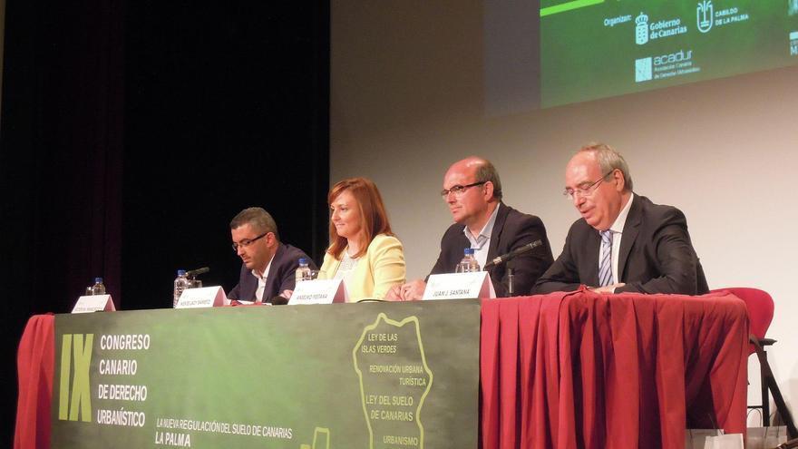 Mesa inaugural del 'IX Congreso Canario de Derecho Urbanístico' .