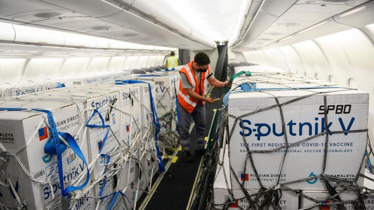 Partidas de Sputnik V rumbo a la Argentina. La vacuna se fabricará en el país.