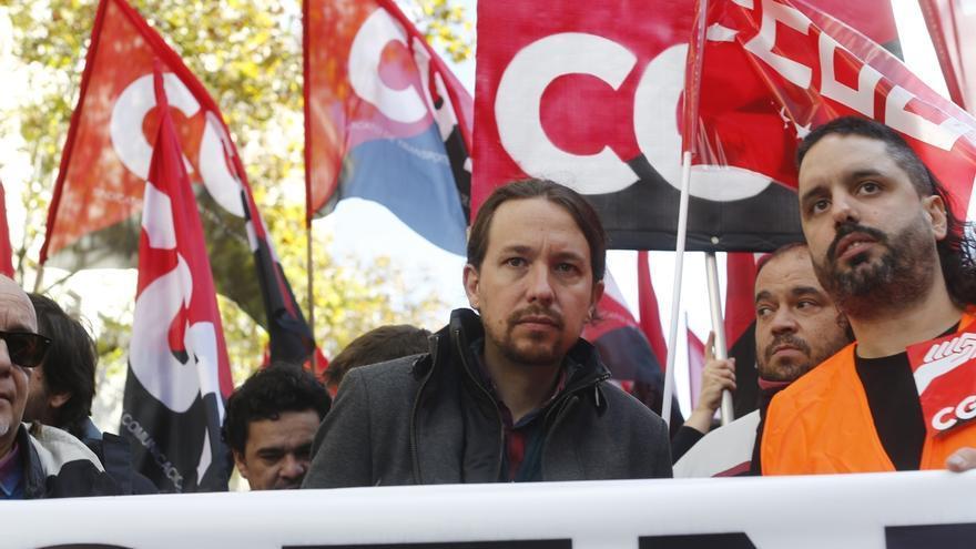 Pablo Iglesias se suma a la manifestación de los trabajadores de Coca-Cola ante la sede del PP