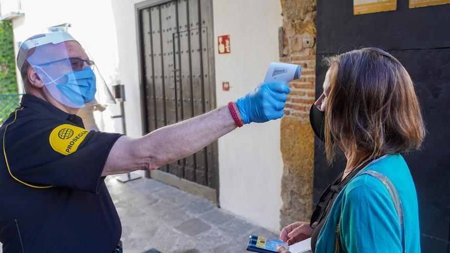 Andalucía mantiene 13 brotes en cinco provincias con 234 casos y suma un fallecido y 14 PCR