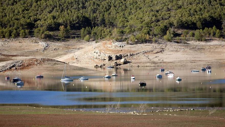 La reserva hídrica disminuye un 1,7 % y se sitúa al 54,2 % de su capacidad