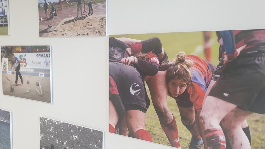 El Palacio de Festivales acoge la exposición 'Deporte en femenino' para visibilizar a las deportistas