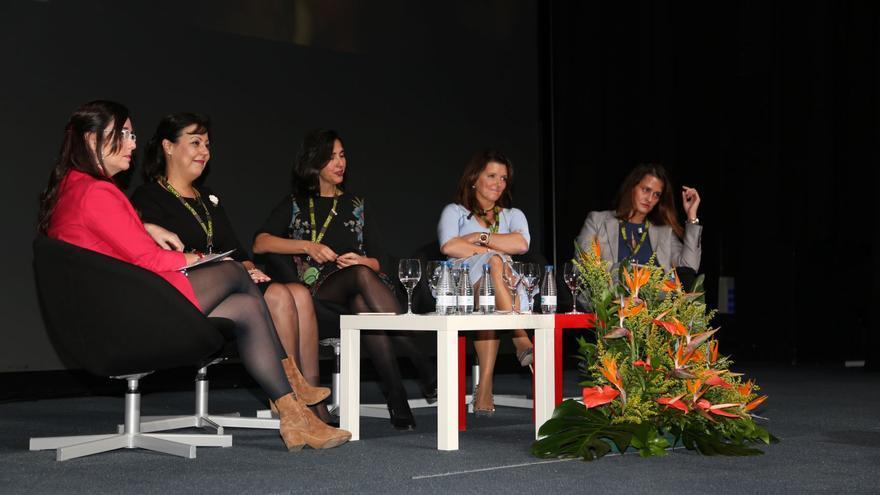 Participantes de la mesa redonda que sirvió para cerrar las ponencias del VI Foro Internacional de Turismo Maspalomas Costa Canaria.