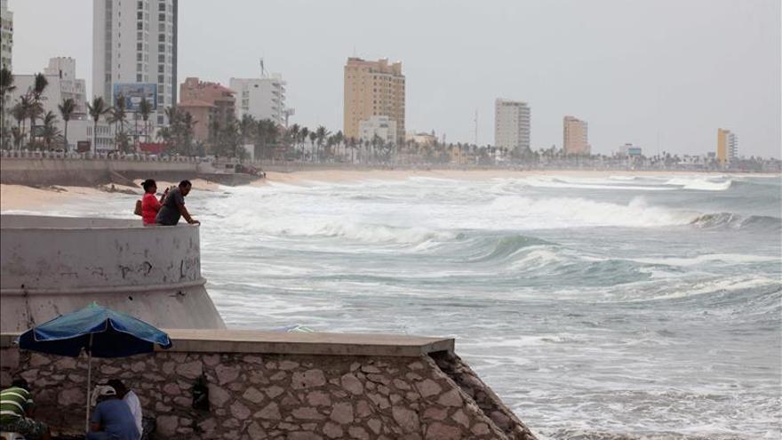 El huracán Sandra se degrada y tocará tierra como tormenta tropical este viernes