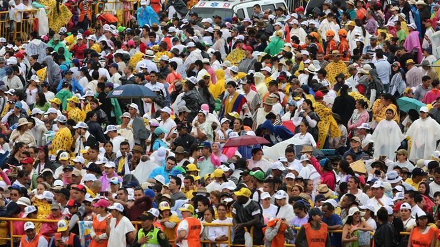 El papa Francisco recibe una multitudinaria bienvenida en Villavicencio