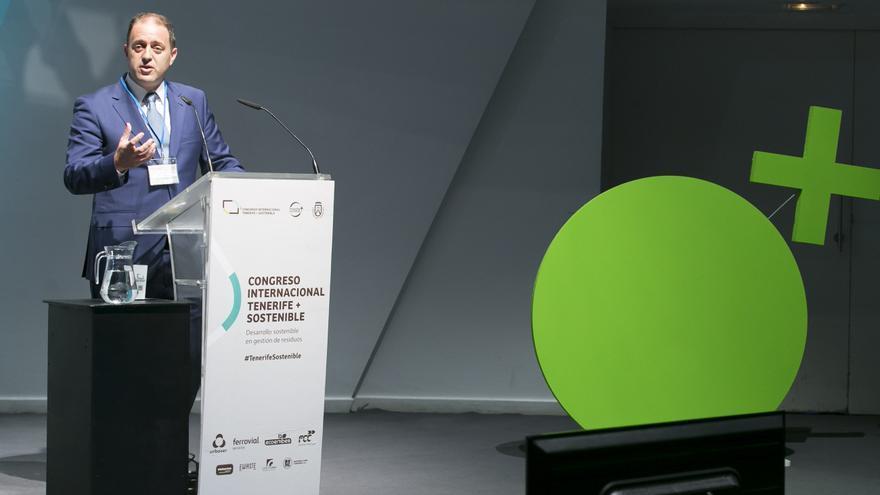 Alejandro Molowny, jefe del Servicio Técnico de Desarrollo Sostenible en el Cabildo, esta mañana en el Auditorio Adán Martín