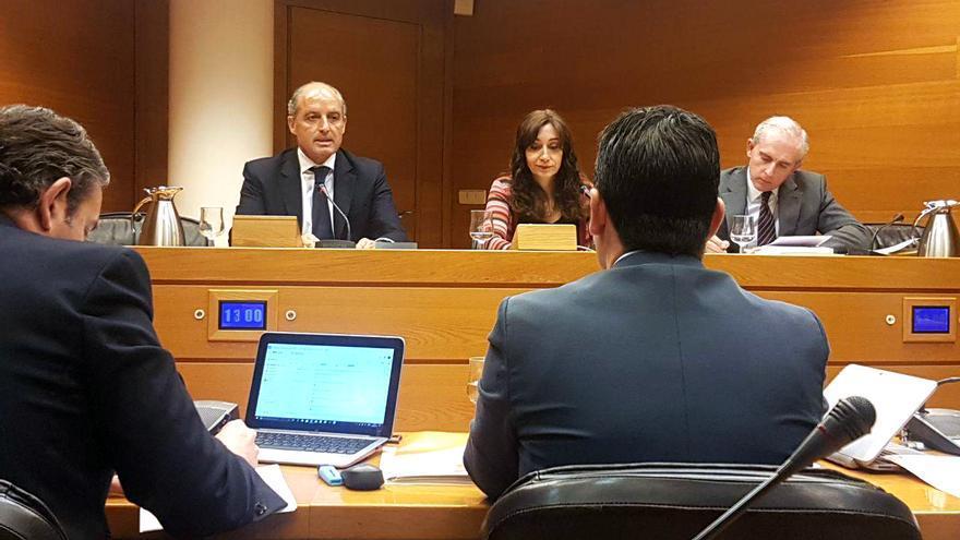 El expresident de la Generalitat, Francisco Camps, durante su intervención en la comisión parlamentaria de Taula