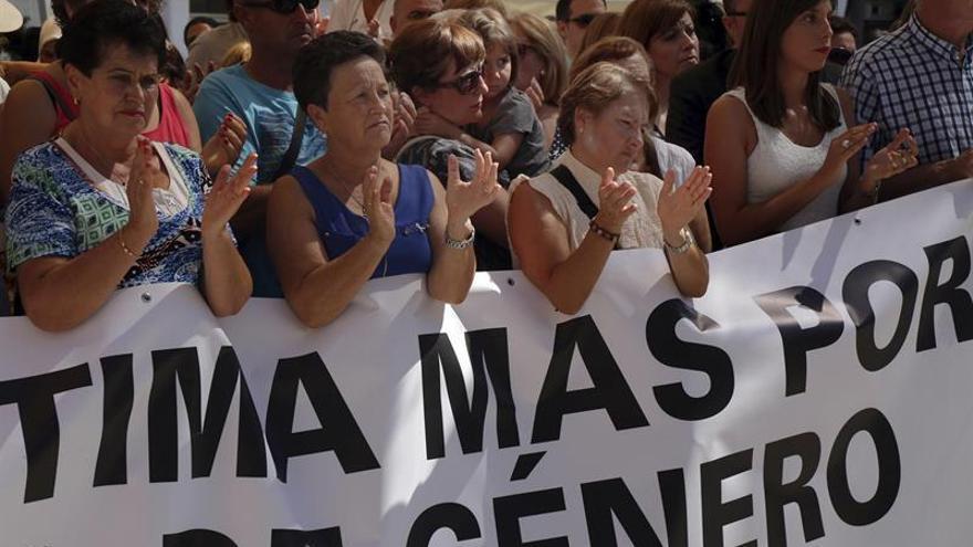 El fiscal pide 8 años cárcel a un acusado de matar de quince hachazos a su mujer