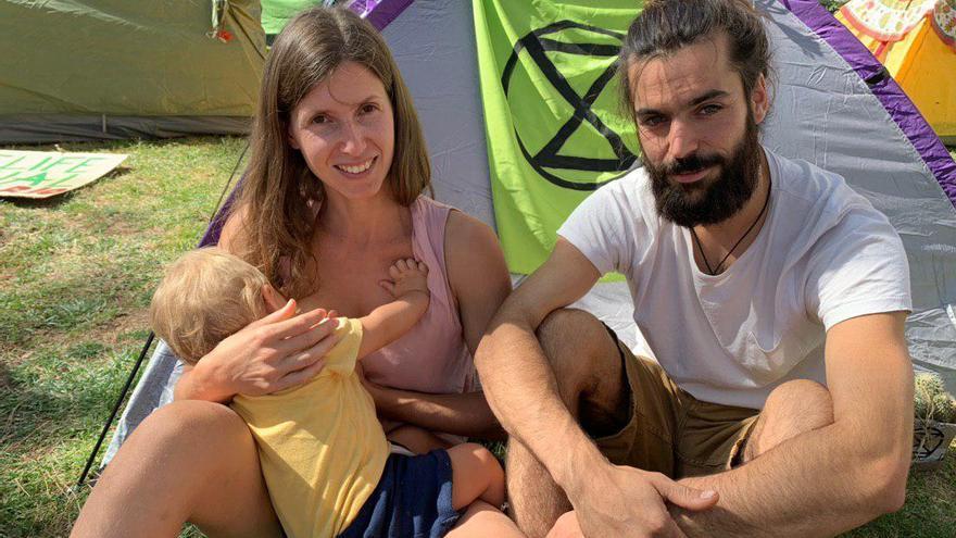 Laura, junto a su familia