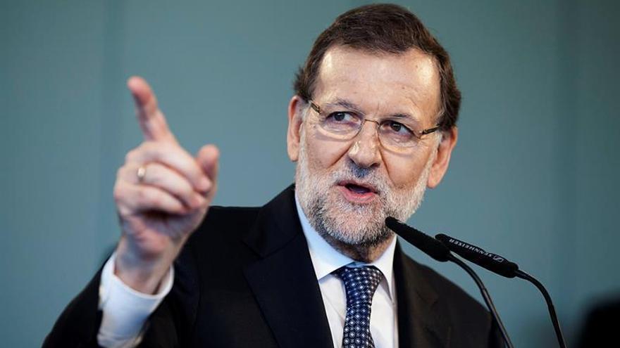 El presidente del Gobierno y candidato del PP, Mariano Rajoy, durante el mitin que el partido ha celebrado hoy en Santa Cruz de Tenerife / Ramón de la Rocha/EFE
