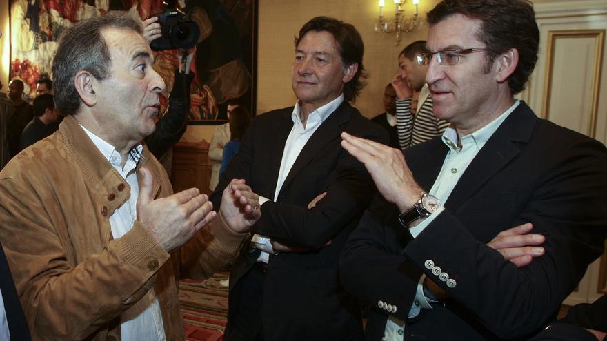 Feijóo, con Raúl López en una recepción al equipo de baloncesto Obradoiro, que el empresario preside